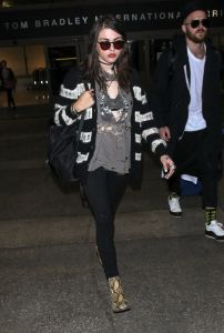 Frances Bean Cobain Sighted at LAX Airport on October 5, 2016