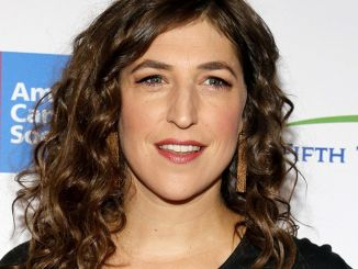 Mayim Bialik - Hollywood Unites For The 5th Biennial Stand Up To Cancer (SU2C) - Arrivals