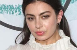 Charli XCX: Sehr selbstbewusst