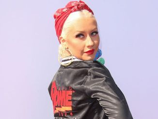 "Christina Aguilera - ""The Voice"" Karaoke for Charity - 2"