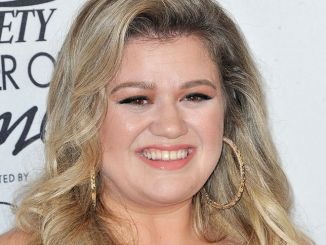 Kelly Clarkson - 9th Annual Variety's Power of Women Luncheon