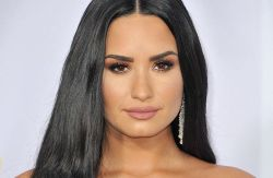 Demi Lovato - 2017 American Music Awards - 4