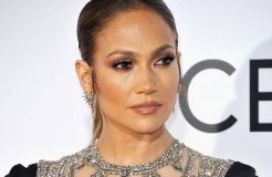 "Jennifer Lopez: ""NO sugar, NO carbs"" – NO fun?"