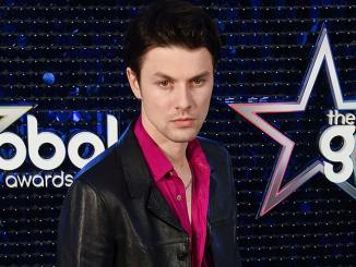 "James Bay und das Video zu ""Pink Lemonade"" - Musik"