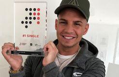 """Pietro Lombardi erhält """"Nr. 1 Award der Offiziellen Deutschen Charts"""""""