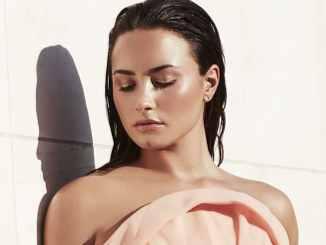 Demi Lovato bekommt den blauen Gürtel - Promi Klatsch und Tratsch