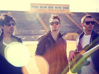 """""""Tokio Hotel"""" und """"Jonas Brothers"""" feiern Wiedersehen - TV"""
