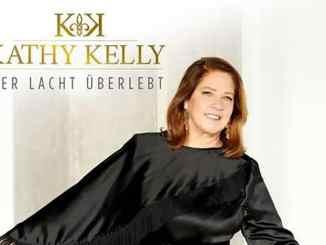 """Kathy Kelly und ihr Solo-Album """"Wer lacht überlebt"""" - Musik News"""