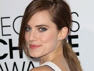 Allison Williams - 40th Annual People's Choice Awards - Arrivals