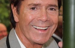 Cliff Richard kooperiert