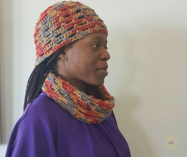 Crochet cowl and hat