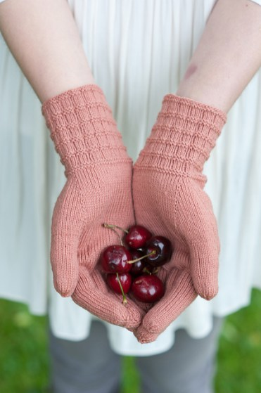 Textured Rib Gloves - Quince and Co.