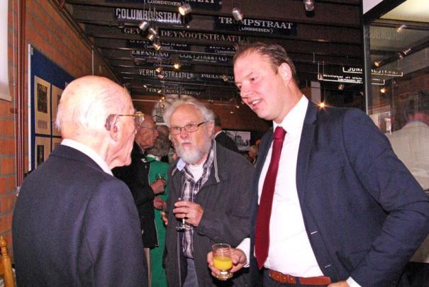 Harm Benthem in gesprek met één van de oud WSM-ers