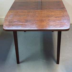 Dining table in palissander en teak zijaanzicht