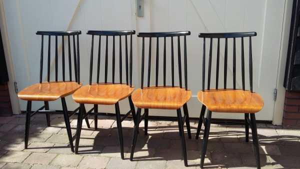 4 stoelen Fanett by Ilmari Tapiovaara vooraanzicht