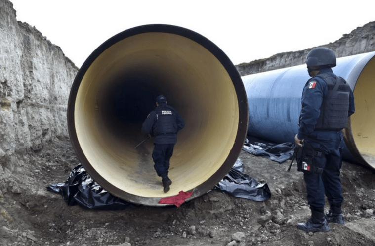 Policías investigan el túnel por el que pudo haber salido El Chapo Guzmán