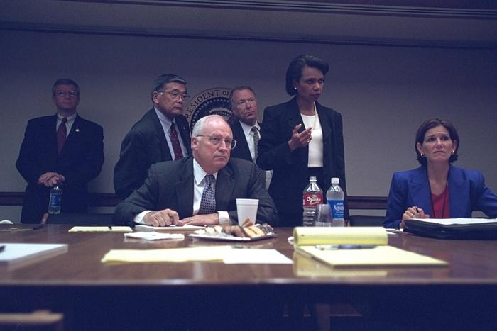 Altos miembros de la administración de Bush en el PEOC. Foto de Archivos Nacionales de EE.UU.
