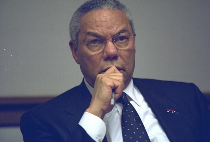 El secretario de Estado, Colin Powell, en el PEOC. Foto de Archivos Nacionales de EE.UU.
