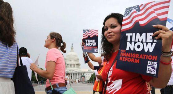 Se espera que para 2060, los latinos doblen a los blancos en California. Foto de Reuters.