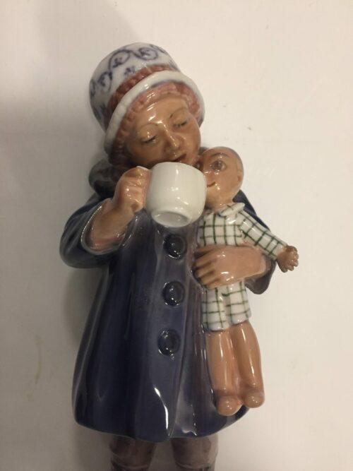 Dahl Jensen Pige med dukke