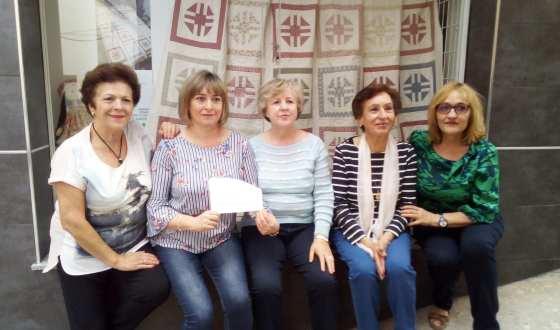 La Junta Local de AECC recauda 5000 € por el sorteo de una colcha