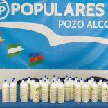 El PP poceño dona gel hidroalcohólico a los comerciantes