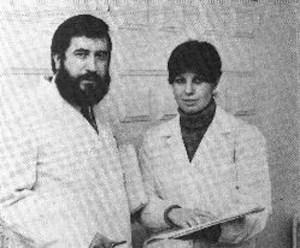 """Los doctores Javier Martínez Ruiz y María Jesús Clavera, en la década de los años ochenta: """"la versión oficial del 'síndrome toxico' fue un fraude criminal"""""""