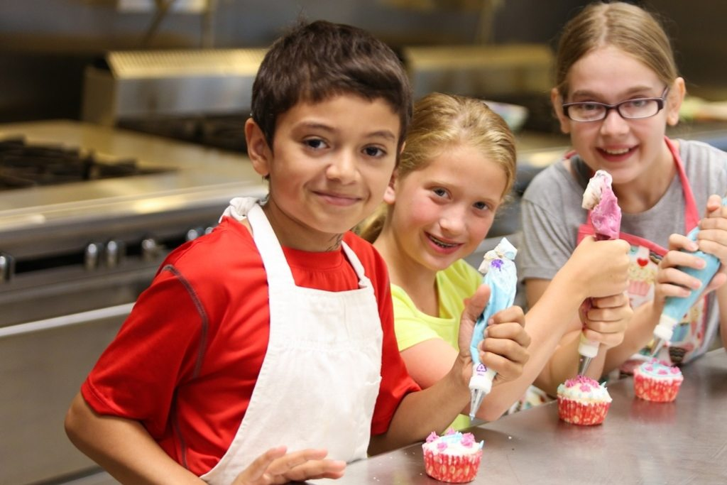 kids and cupcakes FEATURE
