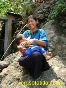 Cruz with child, Tzununá