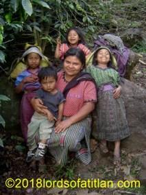 Family from Xejuyú, finca Pampojilá