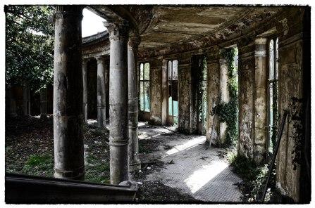 Terme Corallo - Ala laterale con colonne