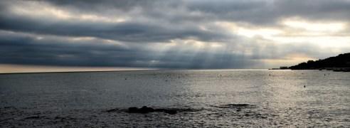 Mare, cielo, raggi di luce