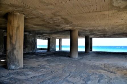 Ecomostro sul mare di creta, nei pressi di Sitia