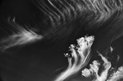 Cielo nero con nuvole