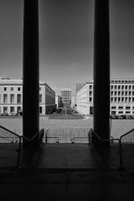 il-palazzo-della-civilta-italiana-visto-dal-palazzo-dei-congressi