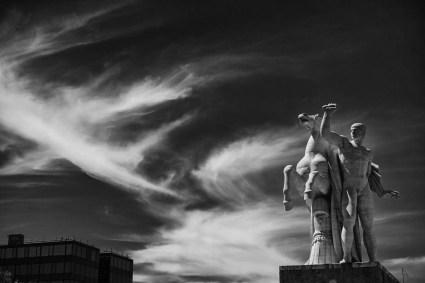 palazzo-della-civilta-italiana-statua-equestre