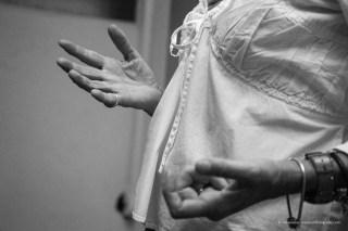 mani che gesticolano