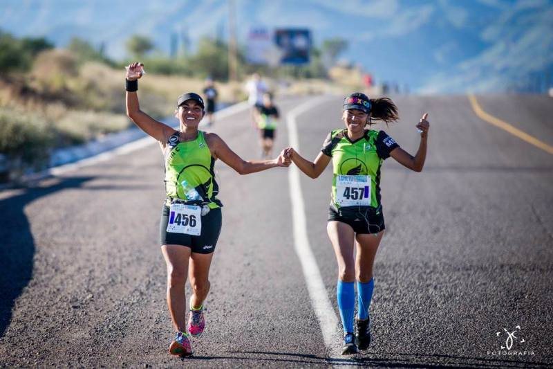 21k marathon girls on highway 1 race path