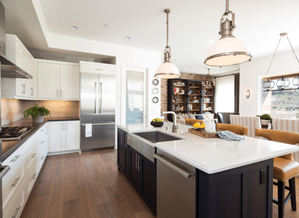 Marked by its tactful combination of rustic pieces and sleek accents, the modern farmhouse look is an incredibly warm, welcoming aesthetic. It is an indicator of tailored, designer taste, but it is also lived-in.