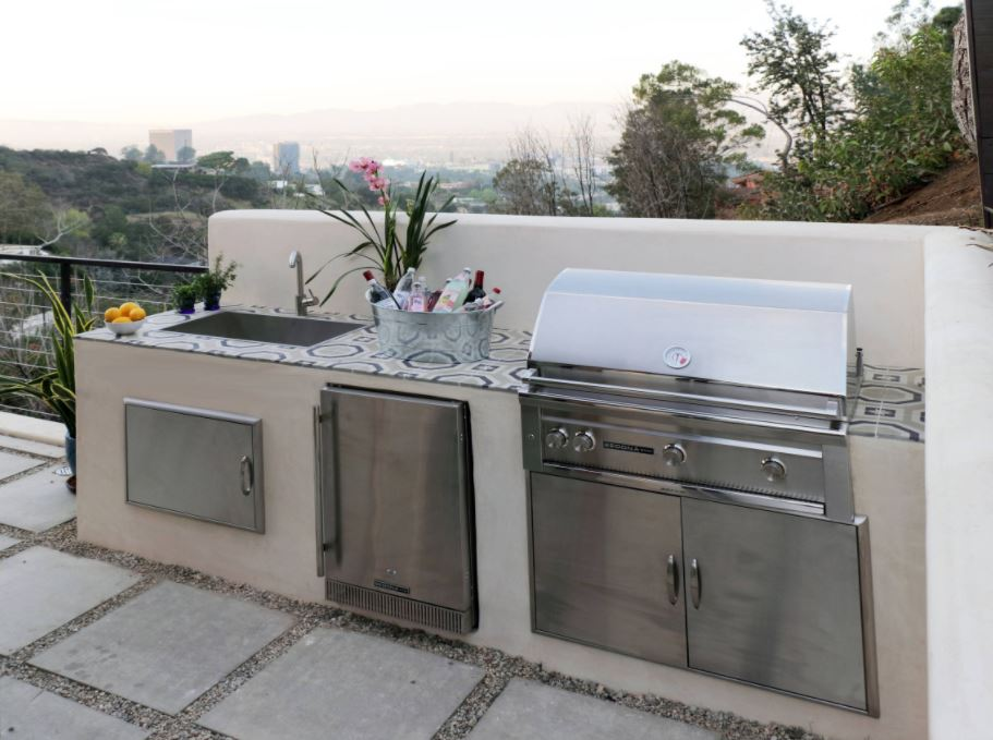 Best Finishes for an Outdoor Kitchen