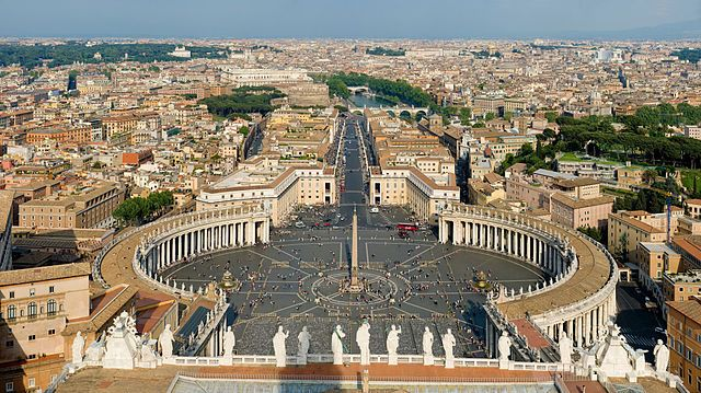 Plaza de San Pedro en el Vaticano, el país más pequeño del mundo