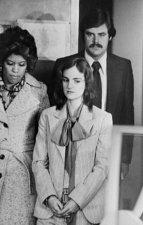 Patty Hearst en 1976. Es uno de los casos más extremos de 'síndrome de Estocolmo' . Foto: Getty Images