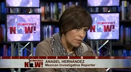 Anabel Hernández en el estudio de Democracy Now, en Nueva York.