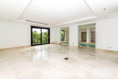 contemporary villa for sale024