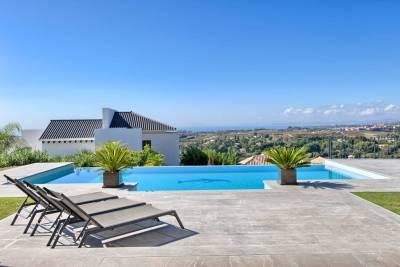 featured villa for sale los flamingos014