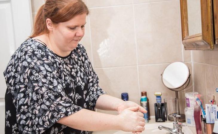 Kelly llegaba a ducharse hasta cuatro veces al día