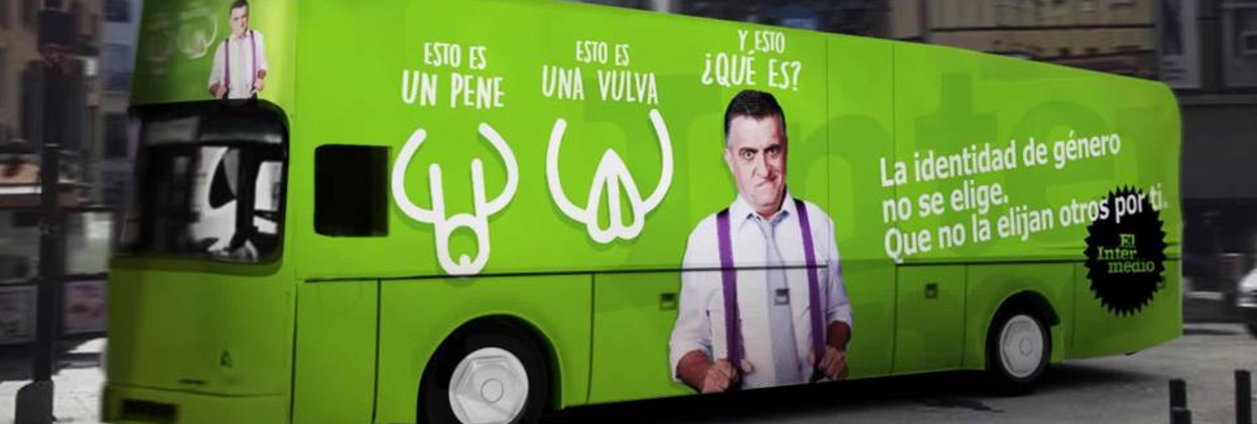 'El Intermedio' responde al ataque transfóbico de Hazte Oír con un autobús reivindicativo: 'la identidad de género no se elige'