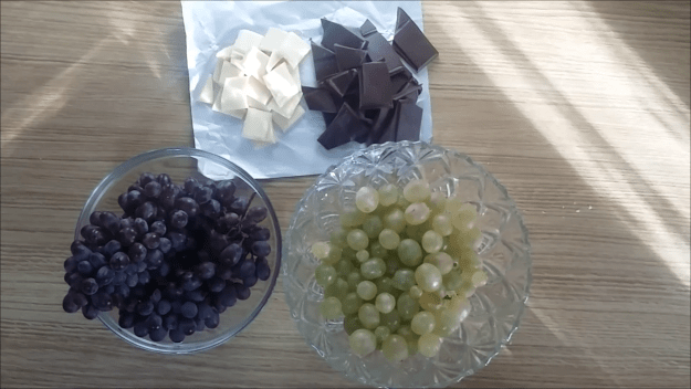 Chocolate y uvas