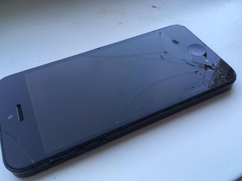 iphone handy smartphone kaputt display schaden versicherung