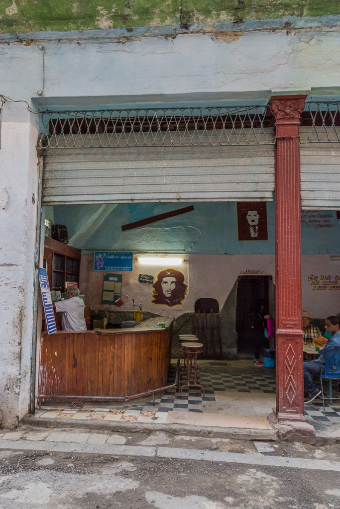 A view inside a local restaurant in Havana with a drawing of Che on the Wall | LOST NOT FOUND| La Habana | Cuba | Havana | Street Photography